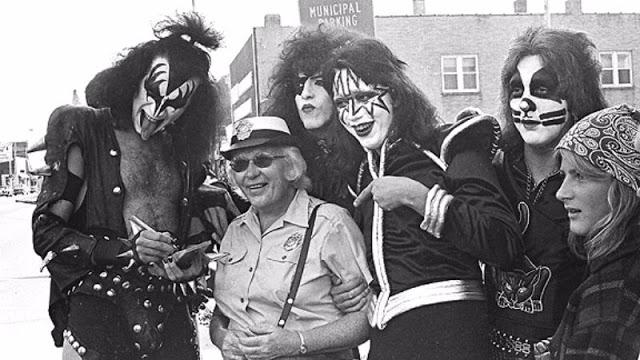 kiss-at-cadillac-high-school-1975-13