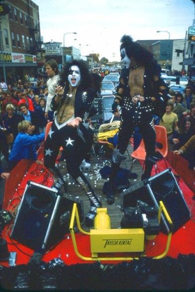 kiss-at-cadillac-high-school-1975-14