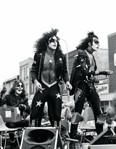 kiss-at-cadillac-high-school-1975-15
