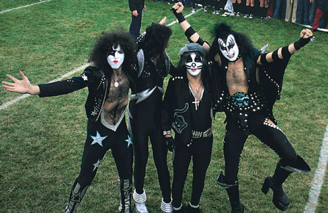 kiss-at-cadillac-high-school-1975-17