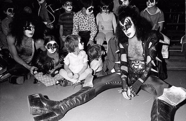 kiss-at-cadillac-high-school-1975-8