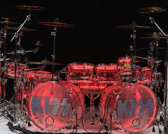 2-eric-singers-las-vegas-kiss-light-up-kit-1200x956