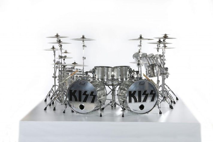 resized1-eric-singer-mirror-ball-kit-kiss-1200x805